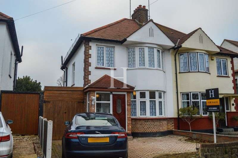 3 Bedrooms Semi Detached House for sale in Earls Hall Avenue, Southend-On-Sea, Essex, SS2
