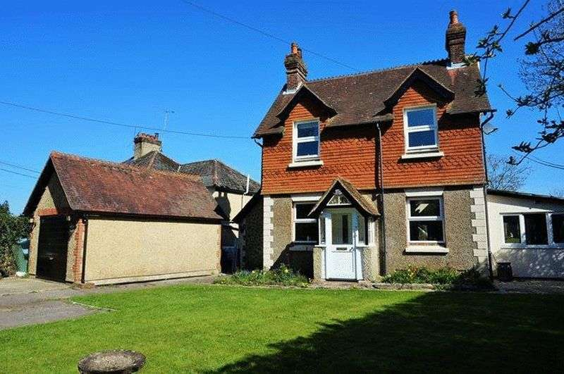 3 Bedrooms Detached House for sale in Andlers Ash Road, Liss , Hampshire