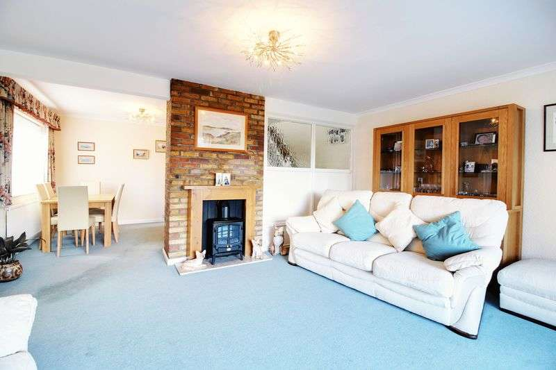 3 Bedrooms Detached House for sale in Bacons Drive, Cuffley