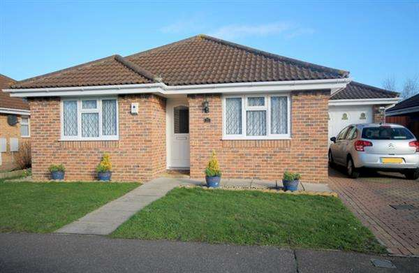 2 Bedrooms Bungalow for sale in James Road, Clacton on Sea