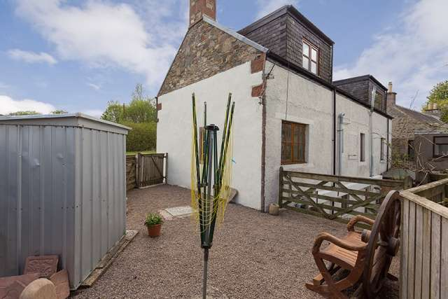 3 Bedrooms Detached House for sale in , Ashkirk, Selkirk, Borders, TD7 4NU