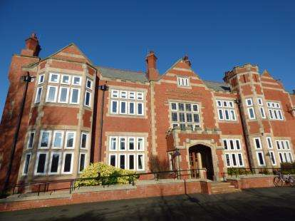 2 Bedrooms Flat for sale in Blundellsands Road West, Blundellsands, Merseyside, L23