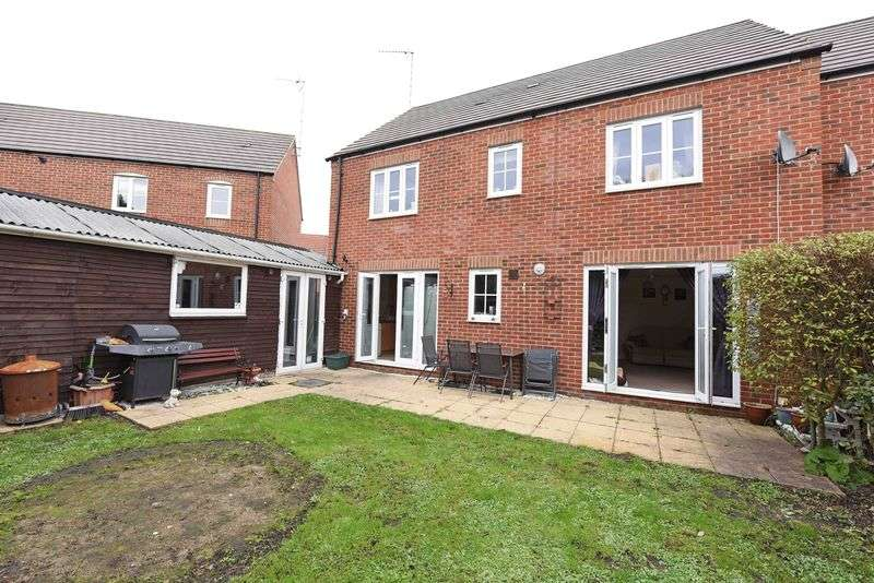 4 Bedrooms House for sale in Beckett Gardens Bramley