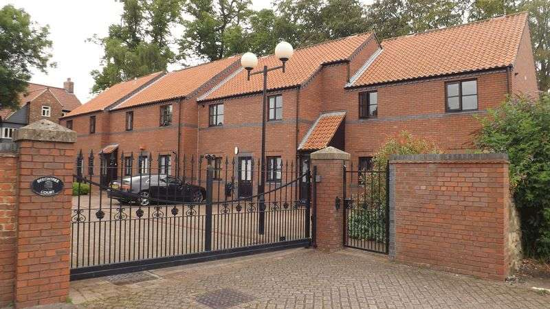 2 Bedrooms Flat for sale in Beechtree Court, Yarm