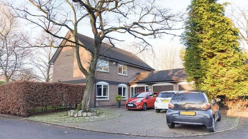 4 Bedrooms House for sale in Green Courts, Altrincham