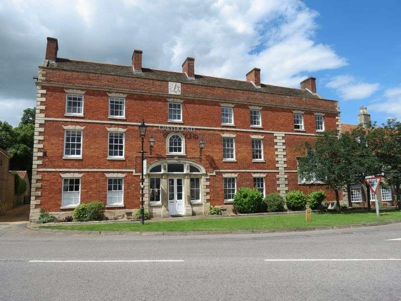3 Bedrooms Flat for sale in Folkingham