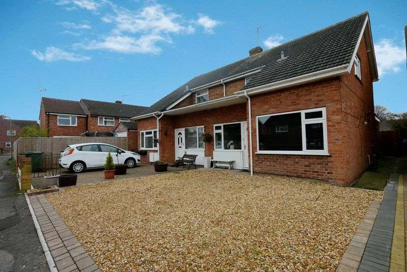 3 Bedrooms Semi Detached House for sale in MEADOW WAY