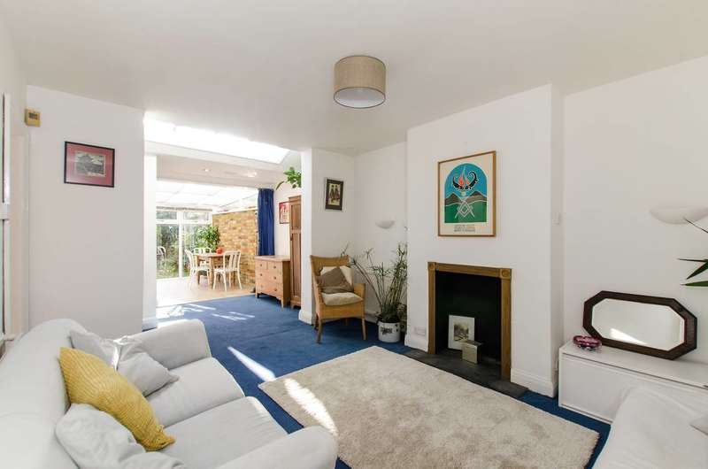 2 Bedrooms Flat for sale in Glennie Road, West Norwood, SE27