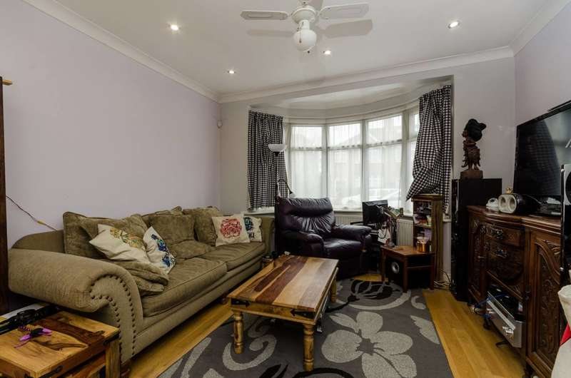 4 Bedrooms House for sale in Devon Close, Perivale, UB6