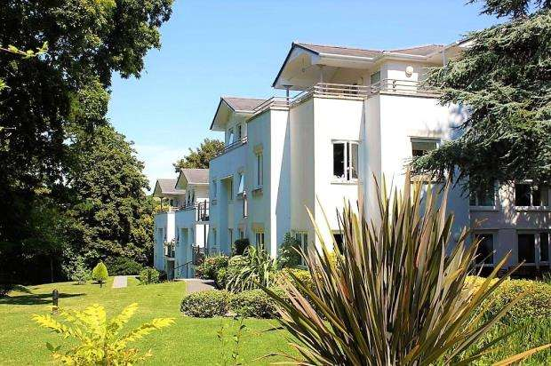 2 Bedrooms Flat for sale in Station Road, Plympton, Plymouth, Devon