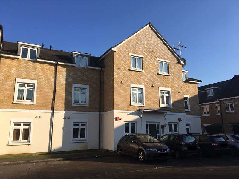 2 Bedrooms Flat for sale in Brownlow Close, New Barnet