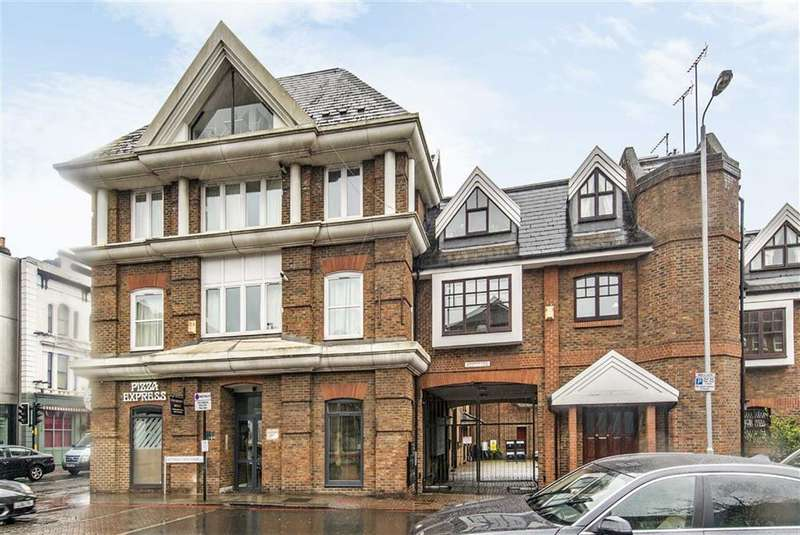 2 Bedrooms Flat for sale in Kingswater Place, Battersea, SW11