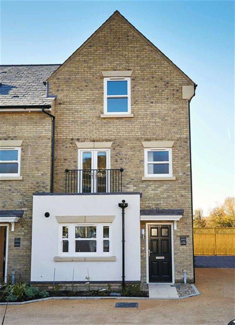 4 Bedrooms Property for sale in Island Houses, Harefield, Middlesex, UB9