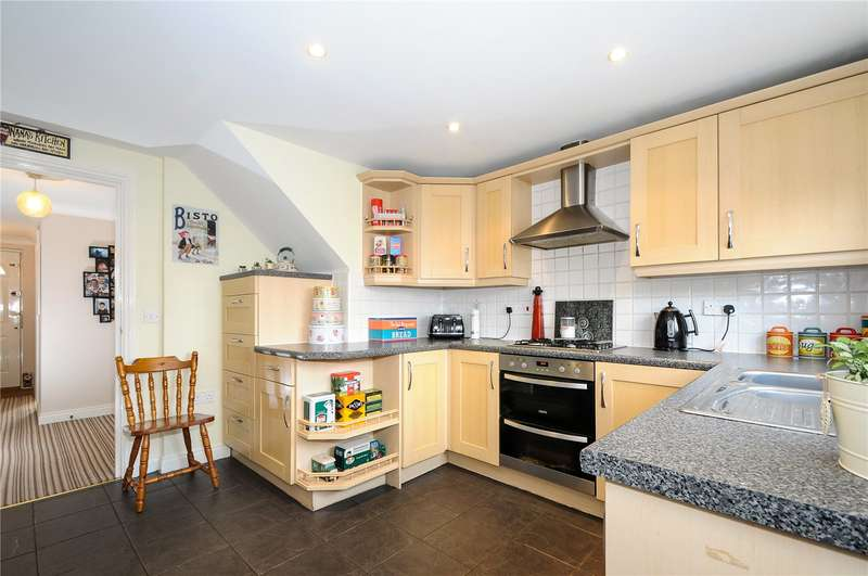 3 Bedrooms Town House for sale in Goddard Way, Warfield, Berkshire, RG42