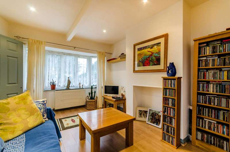 2 Bedrooms Terraced House for sale in Hanworth Road, Hampton, TW12