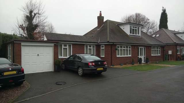 4 Bedrooms Bungalow for sale in Detached Bungalow, Brook Lane, Walsall Wood, Aldridge Border, WS9