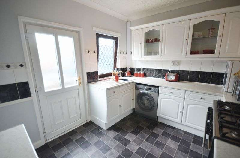 2 Bedrooms Terraced House for sale in 15 Hall Street, Featherstone, Pontefract, WF7 5LS