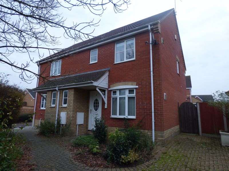 3 Bedrooms Semi Detached House for sale in Bentley Drive, Lowestoft