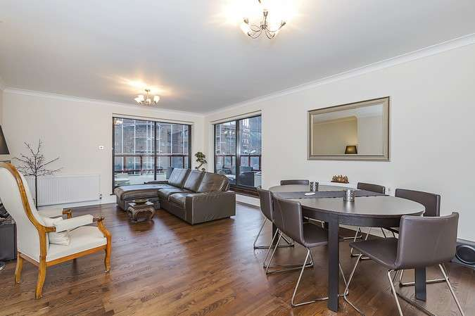 2 Bedrooms Flat for sale in Stuart House, 46 Windsor Way, London