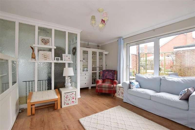 3 Bedrooms Detached House for sale in Beechings Way, Rainham, Gillingham, Kent