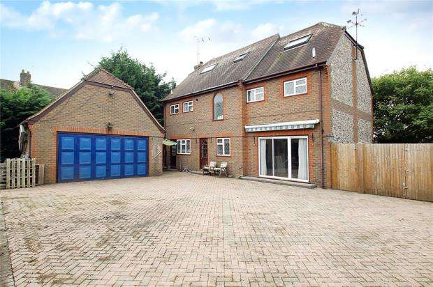 5 Bedrooms Detached House for sale in North Lane, East Preston, West Sussex, BN16