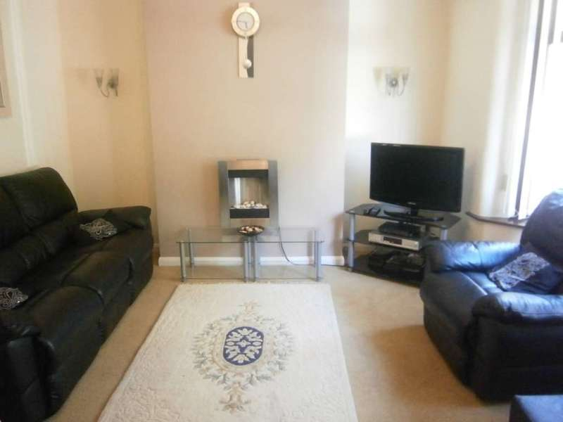 3 Bedrooms End Of Terrace House for sale in Bury Road, Rochdale