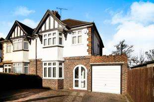 3 Bedrooms Semi Detached House for sale in Wentworth Way, Sanderstead, South Croydon