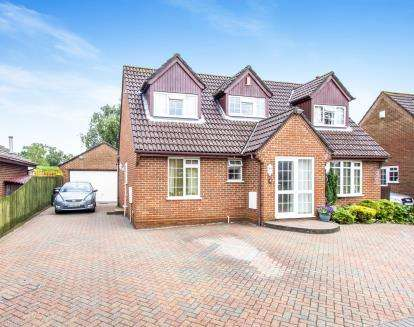 4 Bedrooms Detached House for sale in Upton, Poole, Dorset