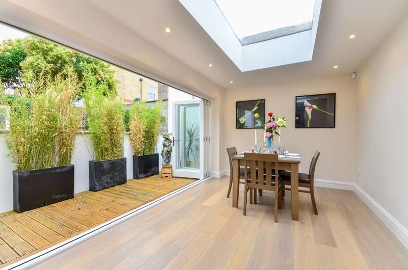 4 Bedrooms House for sale in Hannell Road, Munster Village, SW6