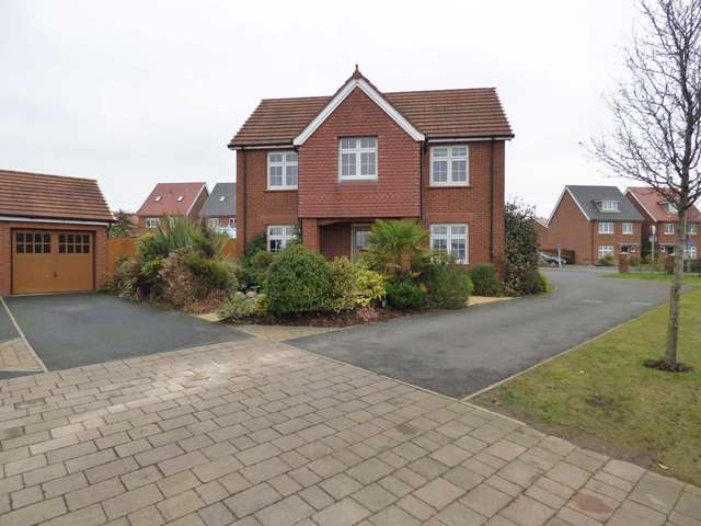 4 Bedrooms Detached House for sale in Dorset Drive, Buckshaw Village, PR7
