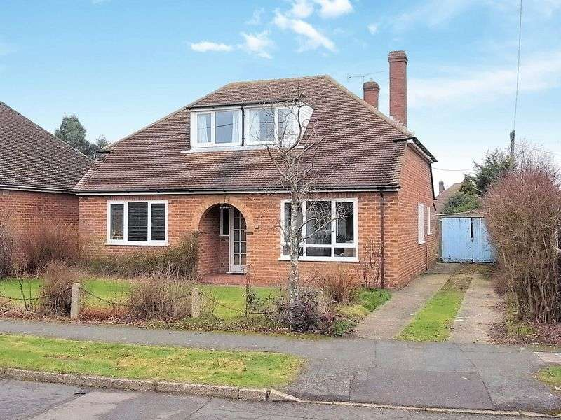 4 Bedrooms Detached House for sale in Culls Road, Guildford