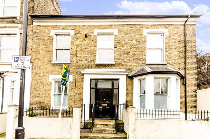 3 Bedrooms Flat for sale in Clifden Road, Clapton, E5