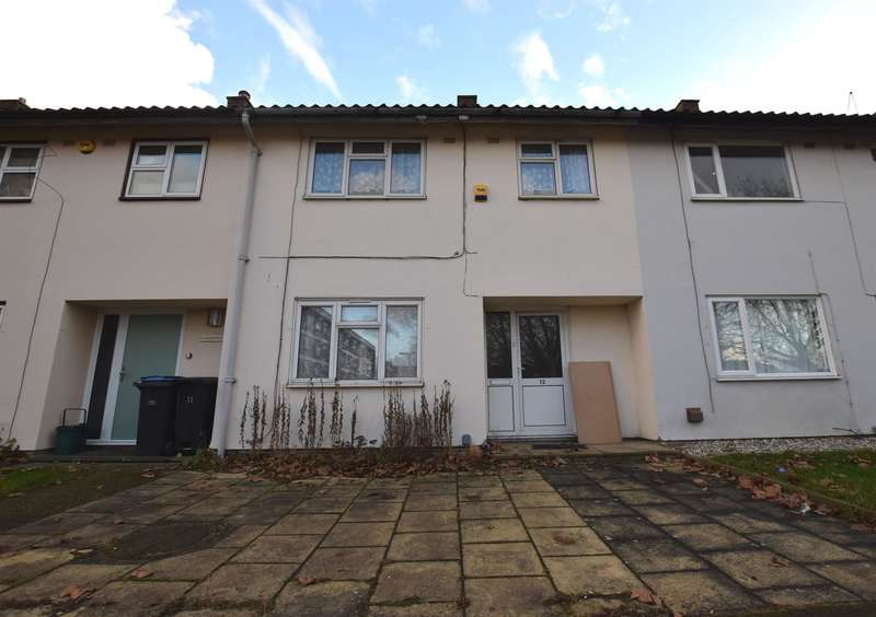 3 Bedrooms Terraced House for sale in Sharpecroft, Harlow, CM19