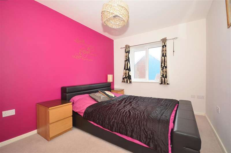 3 Bedrooms End Of Terrace House for sale in Waterfall Crescent, Bewbush, Crawley, West Sussex