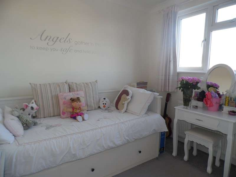 3 Bedrooms Semi Detached House for sale in Western Approaches, Eastwood