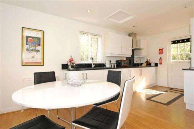 2 Bedrooms Detached House for sale in Oakridge, St. Mellion, Saltash, Cornwall