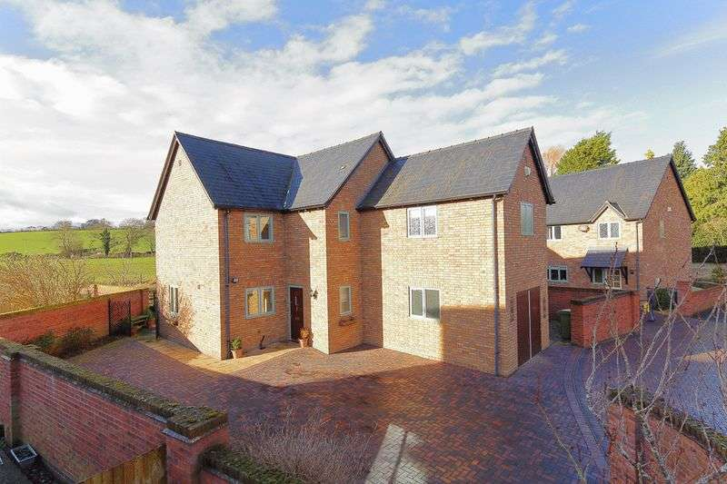 4 Bedrooms Detached House for sale in Jubilee Gardens, Westbury