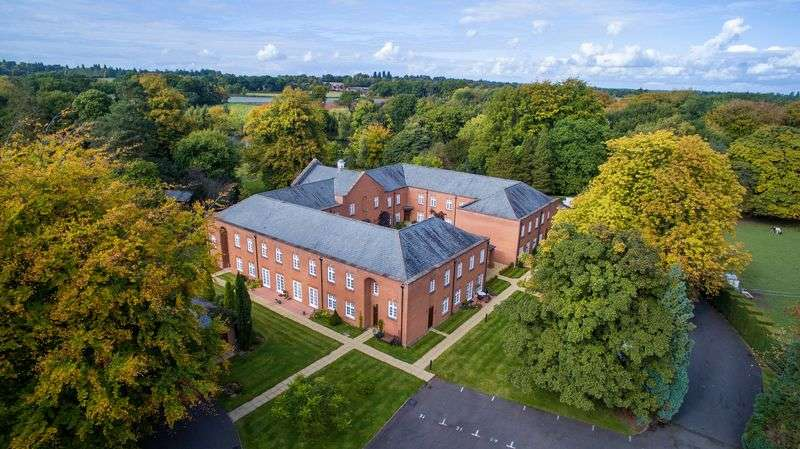 2 Bedrooms Flat for sale in Sparrows Nest, Wergs Hall, Wolverhampton