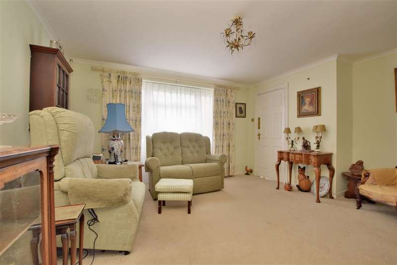 3 Bedrooms Semi Detached House for sale in Burleigh Way, Crawley Down, West Sussex