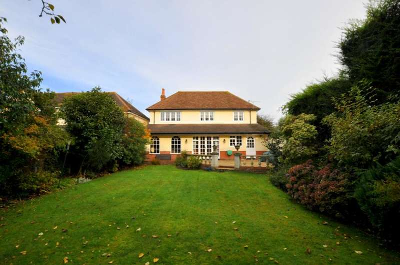 4 Bedrooms Detached House for sale in Chewton Way, Highcliffe, Christchurch, BH23 5LS