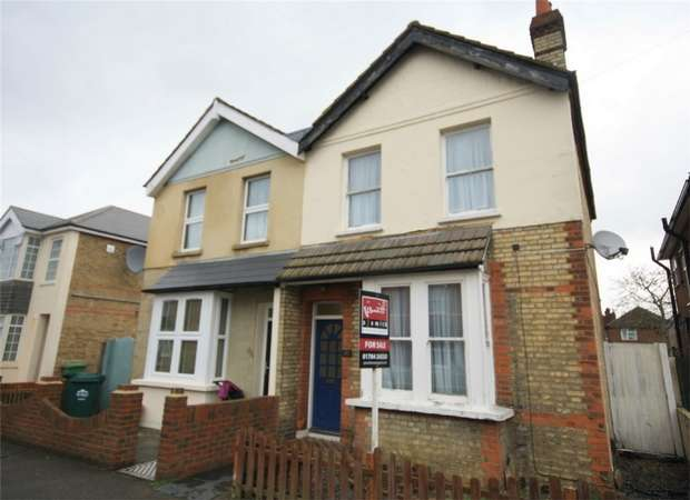 3 Bedrooms Semi Detached House for sale in Chesterfield Road, Ashford, Surrey