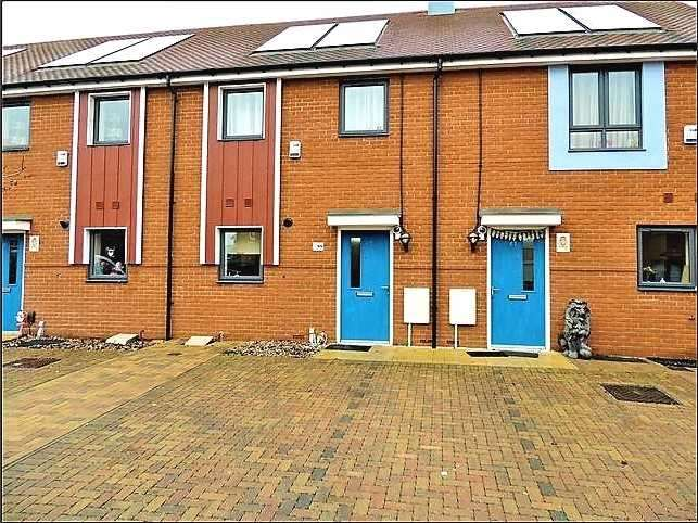 2 Bedrooms Terraced House for sale in Heathland Way, Grays