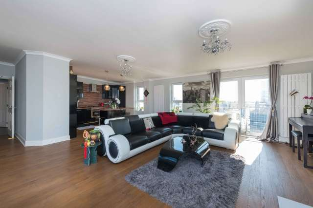 3 Bedrooms Penthouse Flat for sale in Lindsay Road, Newhaven, Edinburgh, EH6 4EP