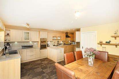 4 Bedrooms Detached House for sale in Chesterfield Road, Barlborough, Chesterfield, Derbyshire