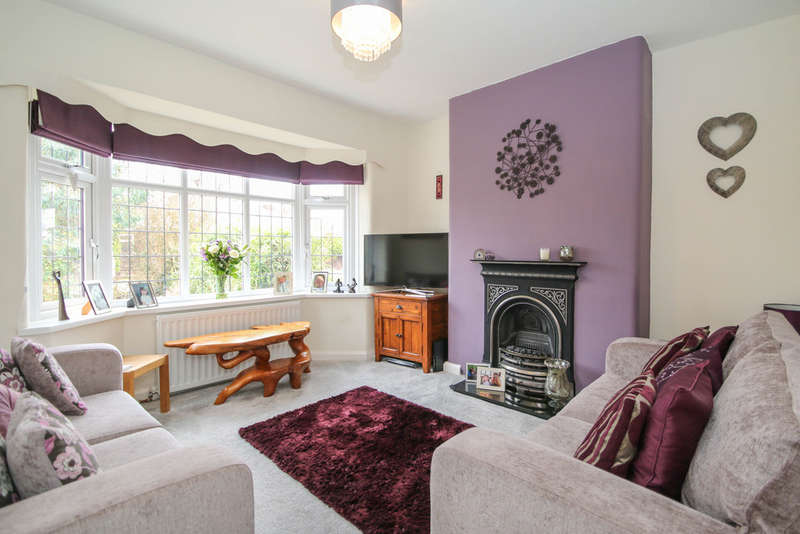 3 Bedrooms Semi Detached House for sale in Mayfield Drive, Cuddington