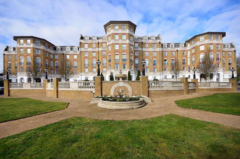 2 Bedrooms Flat for sale in Chapman Square, Wimbledon Common, SW19