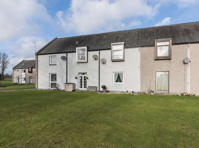 2 Bedrooms Terraced House for sale in Hazlehead Gardens, Aberdeen, AB15 8EA