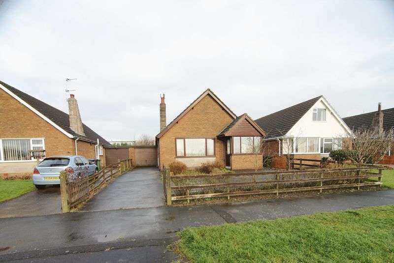 2 Bedrooms Detached Bungalow for sale in Green Lane, Freckleton, PR4 1RP