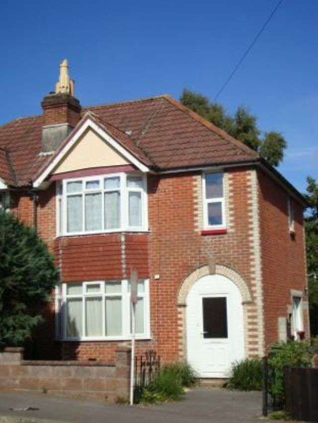 7 Bedrooms Semi Detached House for rent in Sirdar Road - Highfield - Southampton