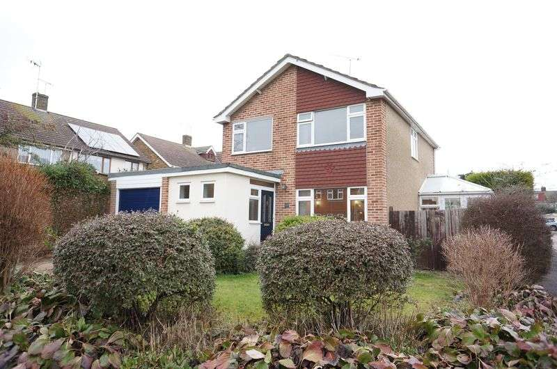 4 Bedrooms Detached House for sale in Oakhurst Road, Rayleigh